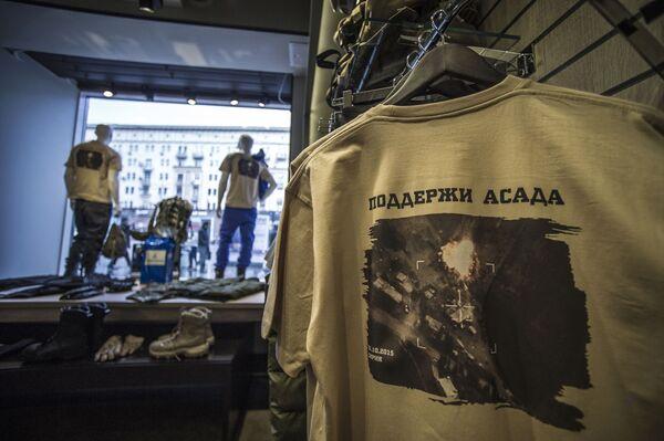 Blíže k tělu: portréty politiků na oblečení a mobilech - Sputnik Česká republika