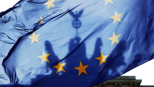 Vlajka EU na pozadí Braniborské brány - Sputnik Česká republika
