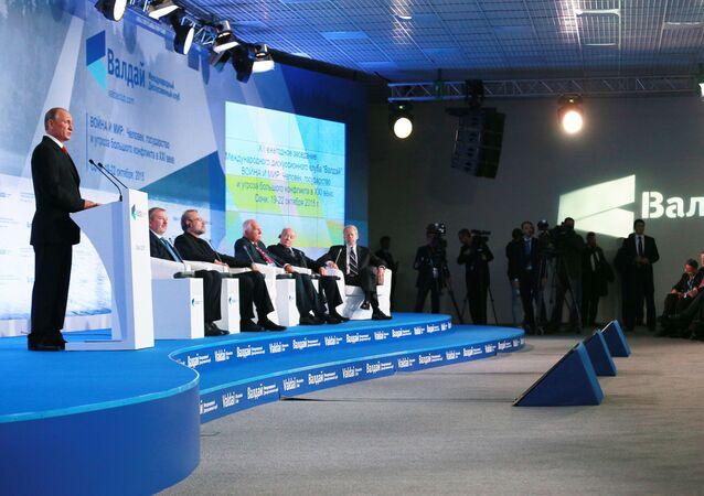 Vladimir Putin během schůzky mezinárodního klubu Valdaj