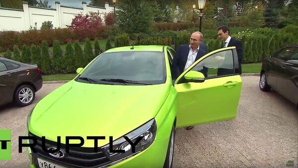 Putin testoval nový vůz Lada Vesta - Sputnik Česká republika