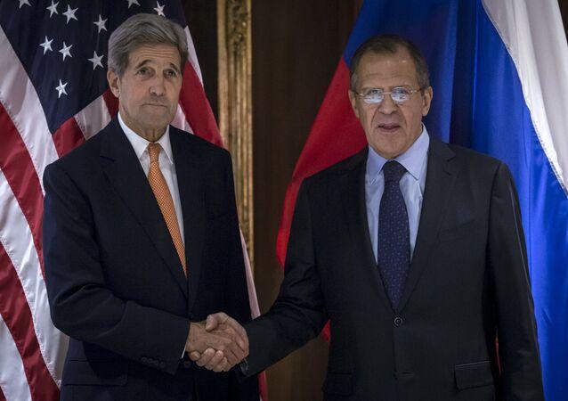 Lavrov a Kerry projednali politické urovnání v Sýrii s účastí opozice