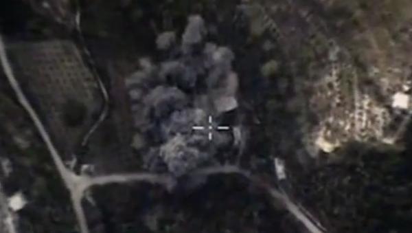 Ruské letectvo útočí na objekty teroristů v provinciích Damašek, Lázikíja a Hamá. VIDEO - Sputnik Česká republika