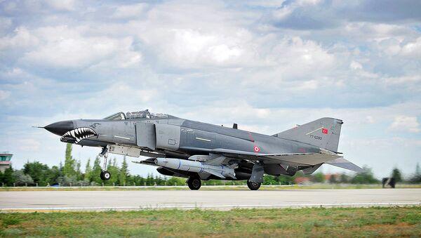 Turecká stíhačka F4E Phantom II - Sputnik Česká republika