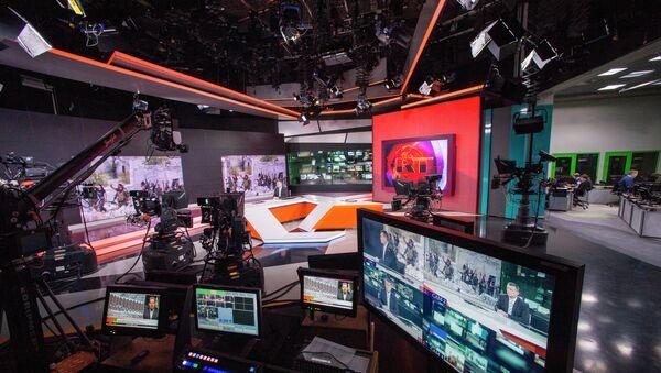 Russia Today newsroom during a live program in English. - Sputnik Česká republika