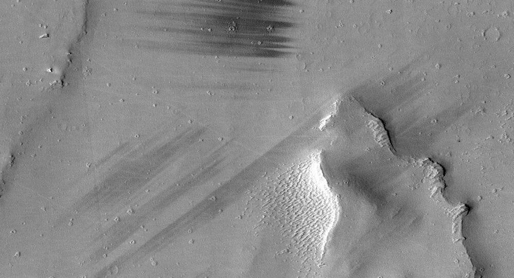 """Stopy drápů"" na Marsu"
