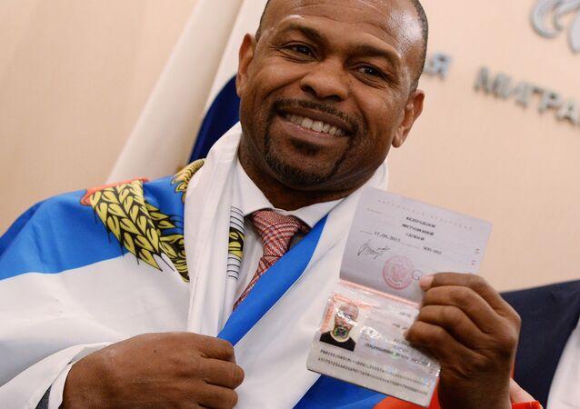Boxer Roy Jones dostal průkaz občana Ruska