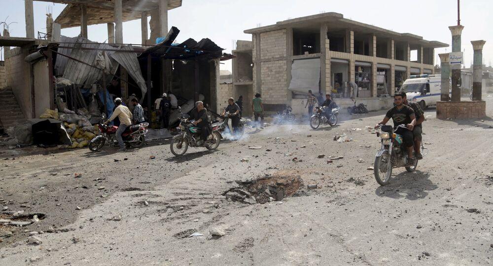 Místní obyvatelé ve městě Idlib