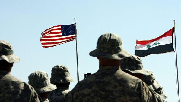 Vlajky Iráku a USA - Sputnik Česká republika