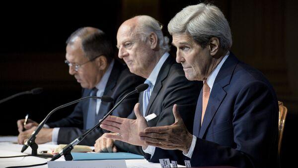 Sergej Lavrov a John Kerry na závěrečné tiskové konferenci v Grand Hotelu ve Vídni - Sputnik Česká republika