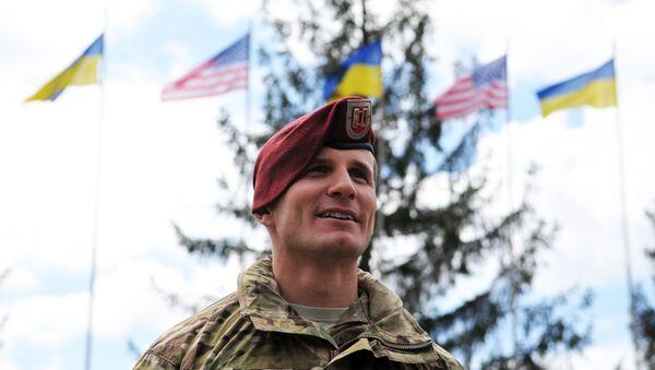 Americký instruktor během cvičení na Ukrajině - Sputnik Česká republika