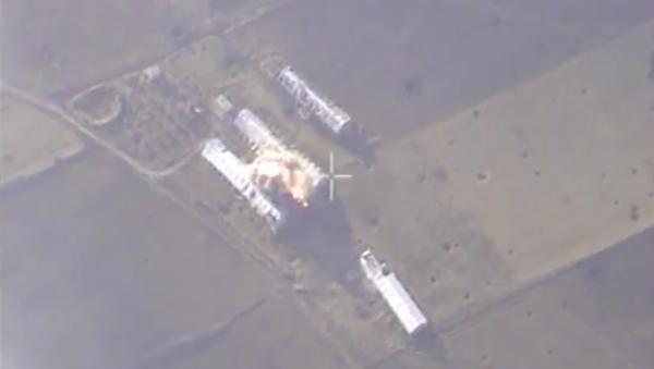 Ruské letectvo útočí na závody teroristů v Sýrii. VIDEO - Sputnik Česká republika