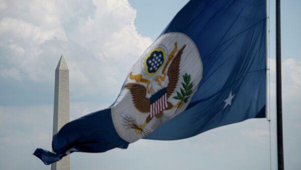 Vlajka ministerstva zahraničí Spojených států amerických ve Washingtonu - Sputnik Česká republika