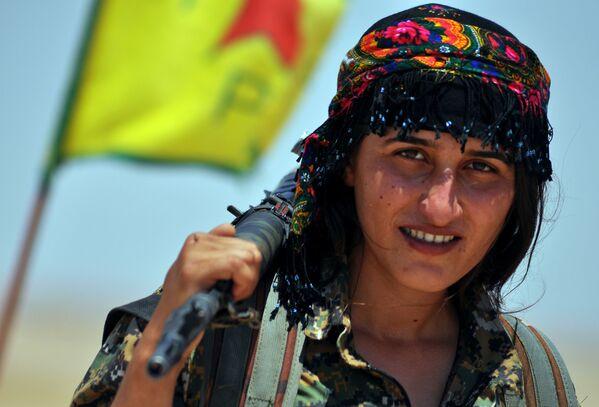 Amazonky Blízkého Východu: Kurdské ženy bojují proti IS - Sputnik Česká republika