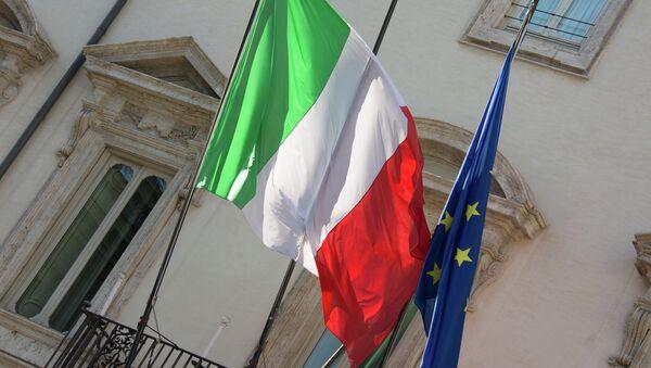 Vlajky Itálie a EU - Sputnik Česká republika