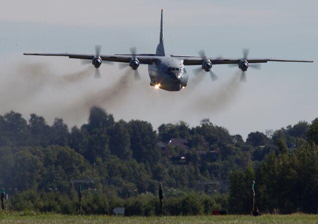 Letadlo Antonov-12