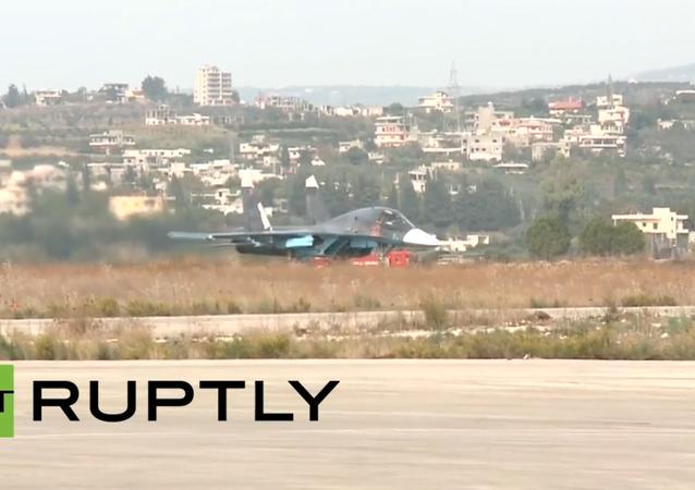 Ruská bojová letadla startují ze základny Hmeimim v Sýrii