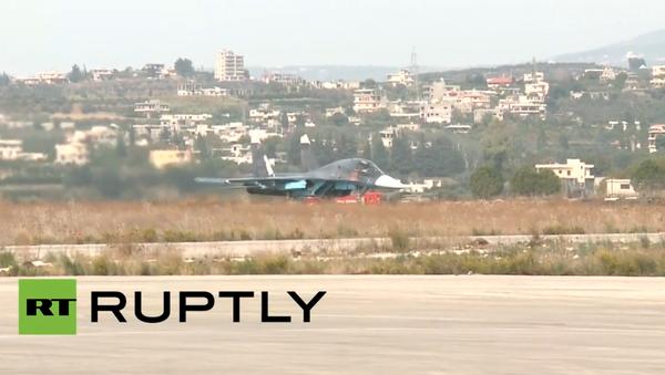 Ruská bojová letadla startují ze základny Hmeimim v Sýrii - Sputnik Česká republika