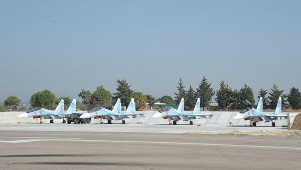 Stíhačky Su-30 na základně Hmeimim - Sputnik Česká republika