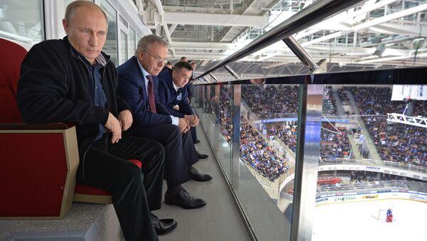 Vladimir Putin na hokejovém utkání - Sputnik Česká republika