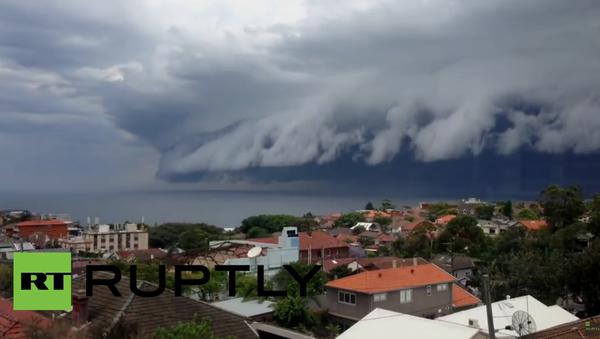 Hrozný přírodní jev: Mraky podobné tsunami v nebi nad Sydney - Sputnik Česká republika