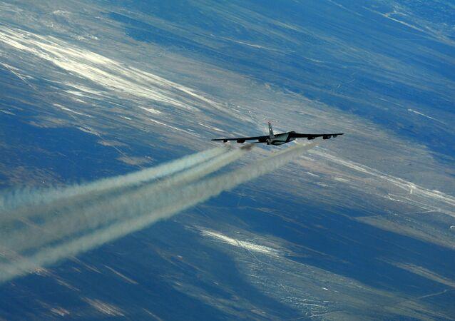 bombardér B-52.