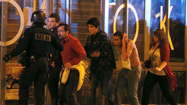 Evakuace z divadla Bataclan - Sputnik Česká republika