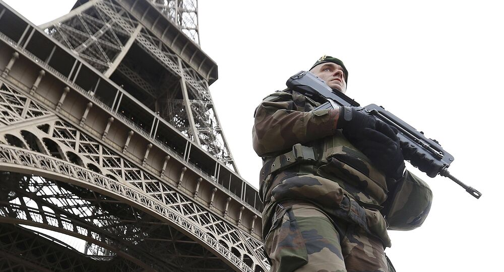 Francouzský voják po útokům v Paříži