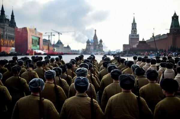 Slavnostní pochod věnovaný přehlídce 7. listopadu 1941 na Rudém náměstí - Sputnik Česká republika