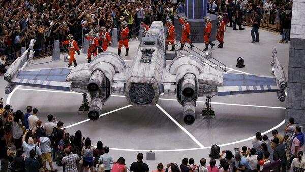 Model hvězdoletu X-Wing Fighter ze Star Wars na letišti v Singapuru - Sputnik Česká republika