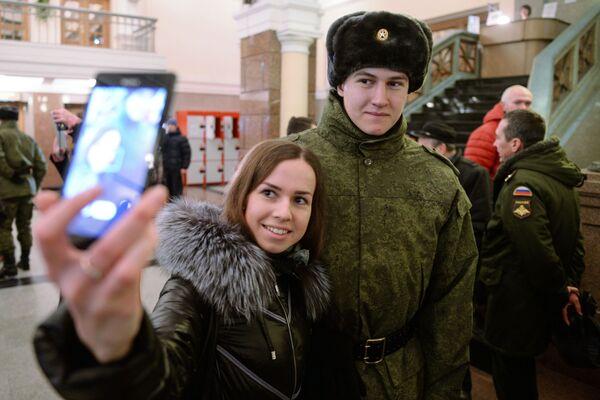 Selfie na nádraží - Sputnik Česká republika
