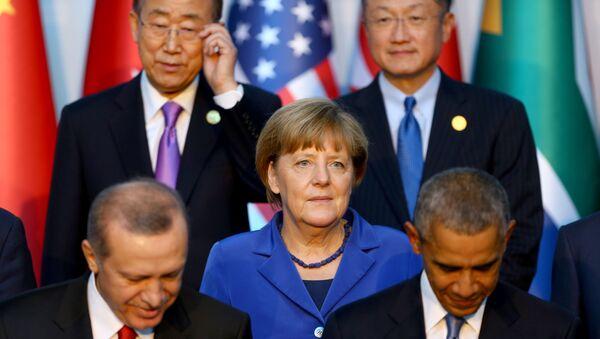Lídři zemí G20 se fotografují na speciálním podstavci - Sputnik Česká republika