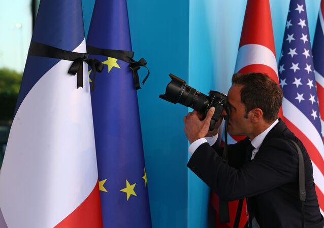 Vlajky EU a Francie