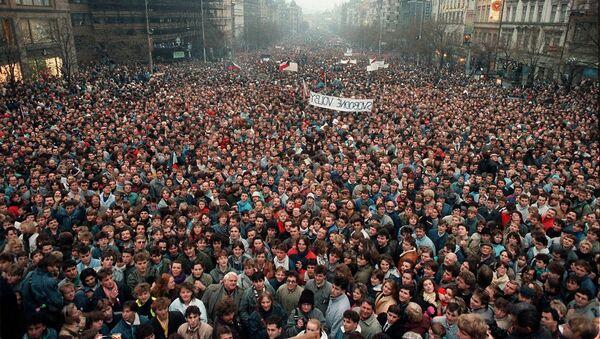 Demonstrace na Václavském náměstí v Praze v roce 1989 - Sputnik Česká republika
