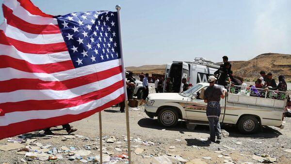 Americká vlajka na severní hranice Iráku - Sputnik Česká republika