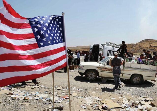 Americká vlajka na severní hranice Iráku