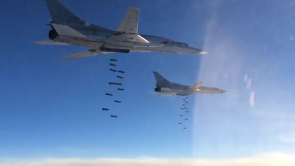 Bombardér Tu-22M3 zasazuje masivní údery v Sýrii - Sputnik Česká republika