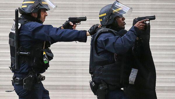 Speciální operace francouzské policie v pařížském předměstí Saint-Denis - Sputnik Česká republika