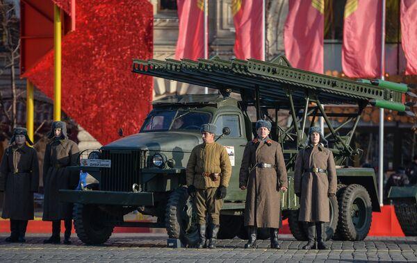 Slavné ruské raketové a dělostřelecké zbraně - Sputnik Česká republika