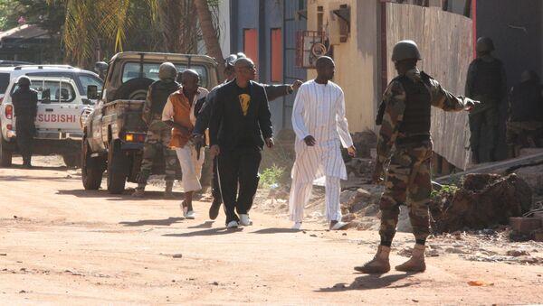 Evakuace lidí v Bamaku - Sputnik Česká republika