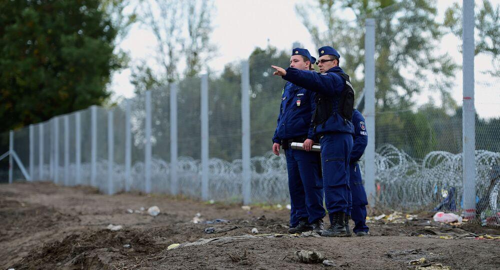 Policisté na maďarské hranici