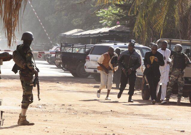 Evakuace v Bamaku