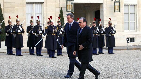 Francois Hollande a David Cameron - Sputnik Česká republika