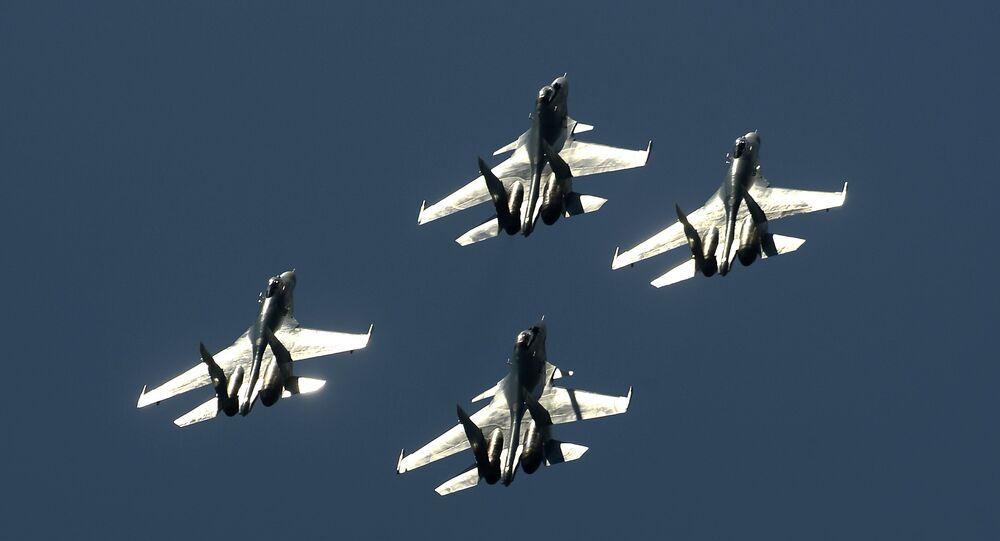 Stíhačky Su-27 a Su-30