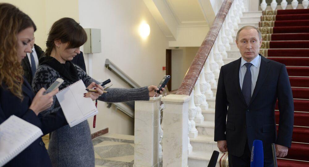 Vladimir Putin odpovídá na otázky novinářů