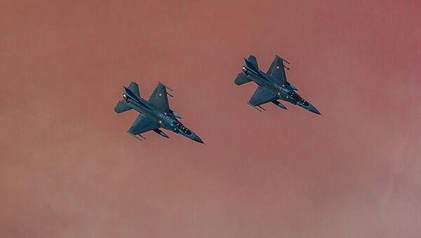 Turecké stíhačky F-16 - Sputnik Česká republika