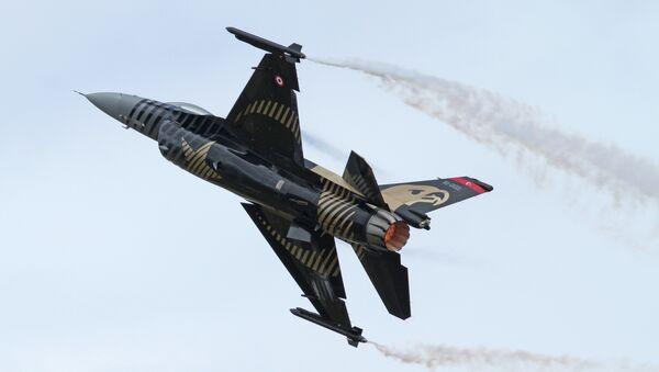 Turecká stíhačka F-16C - Sputnik Česká republika