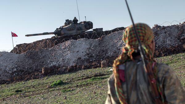 Kurdský voják a turecký tank - Sputnik Česká republika