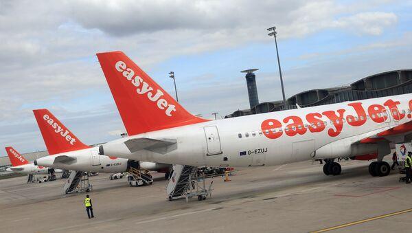 Airbus A 320 společnosti EasyJet na letišti Roissy Charles de Gaulle - Sputnik Česká republika