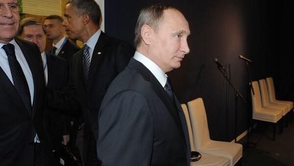 Ruský prezident Vladimir Putin a americký prezident Barack Obama ve Francii - Sputnik Česká republika
