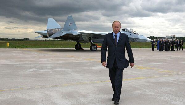 Ruský prezident Vladimir Putin na letecké základně - Sputnik Česká republika